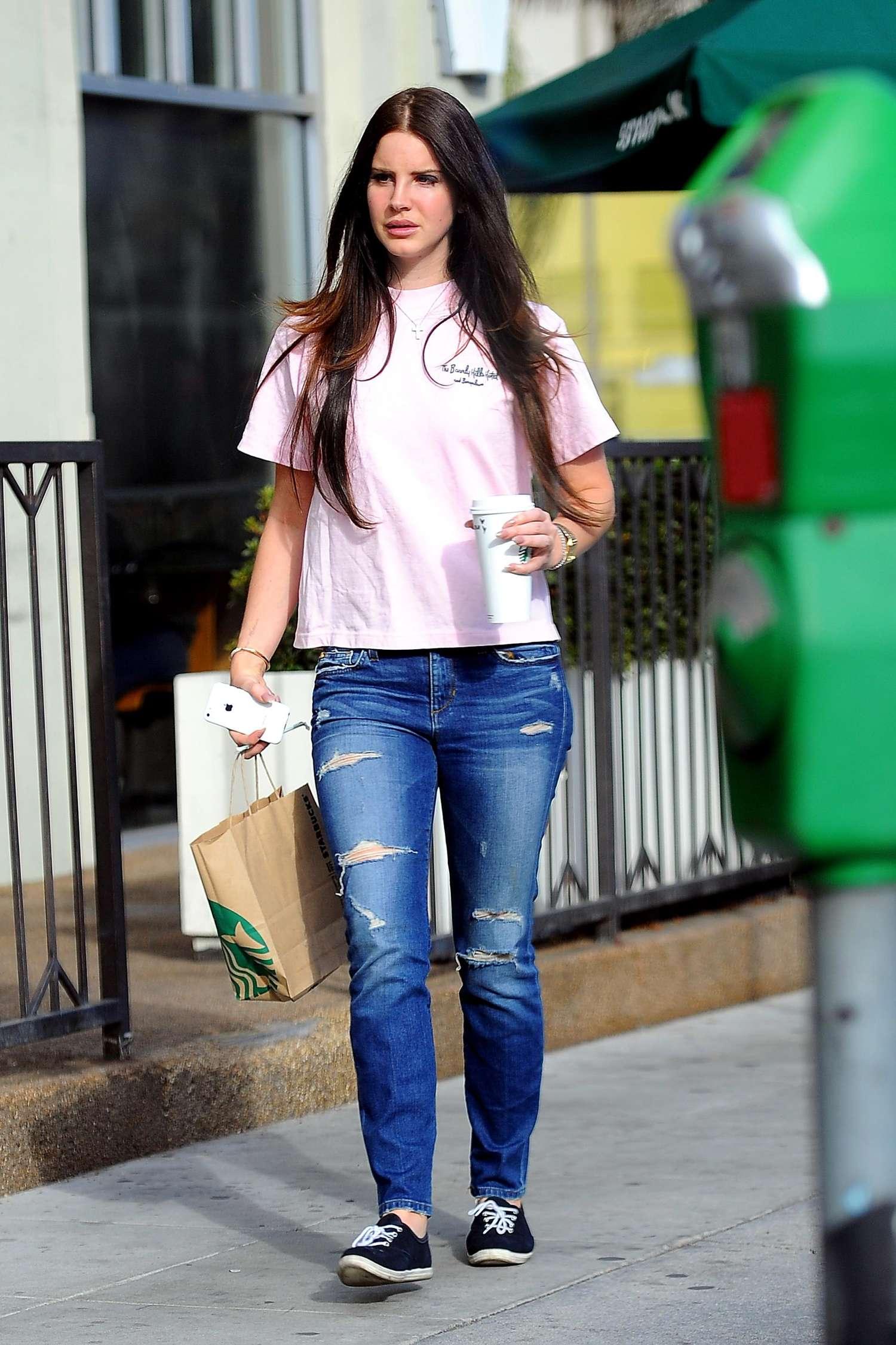 Lana Del Rey porte  (Jeans )
