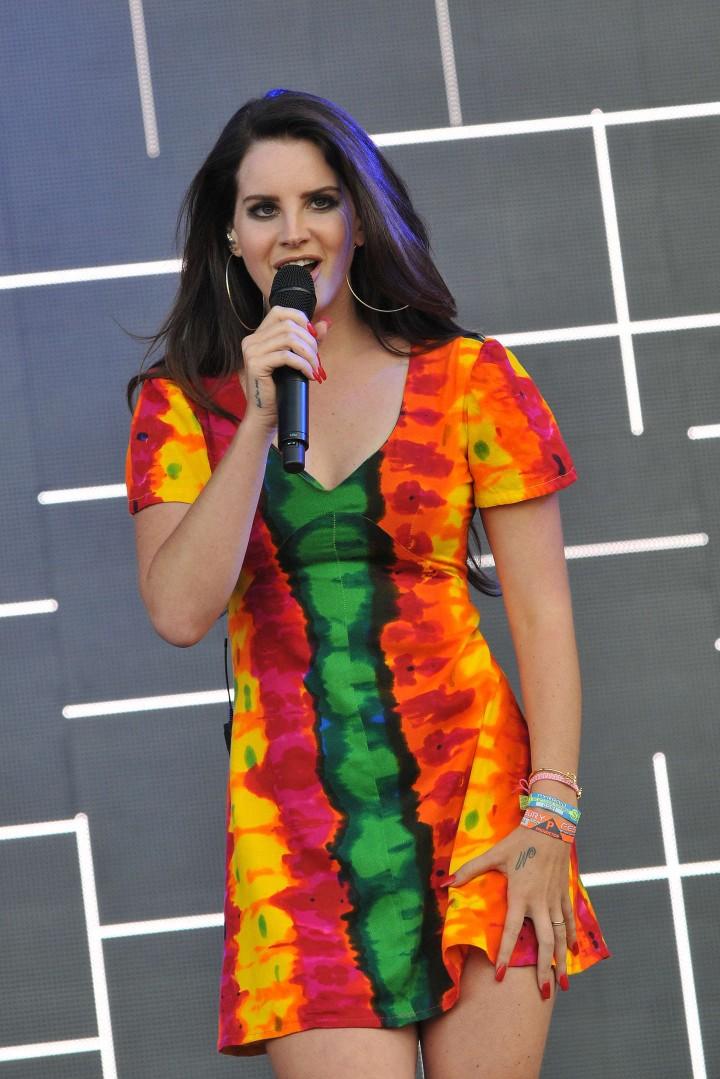 Lana Del Rey – Performs Live at Glastonbury Festival