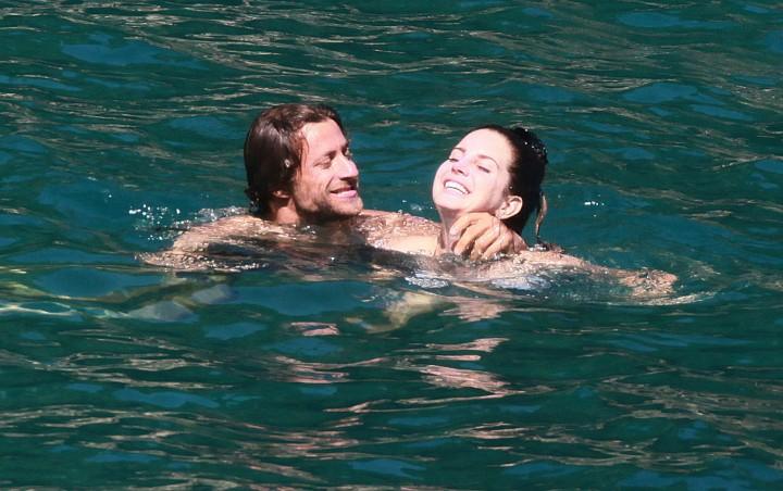 Lana Del Rey Wearing Bikini -24