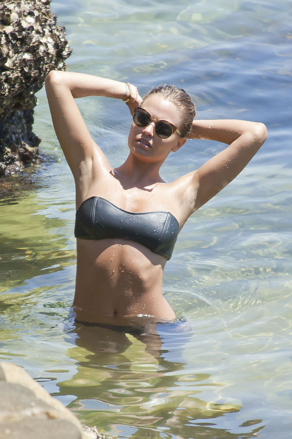 lara-bingle-bikini-on-bondi-beach-in-sydney-10