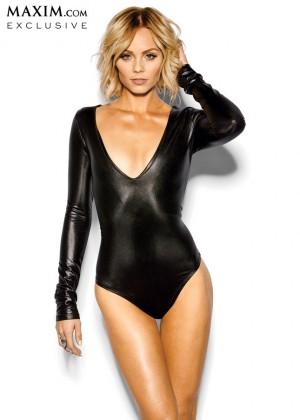 Laura Vandervoort - Maxim Magazine (March 2014)-02