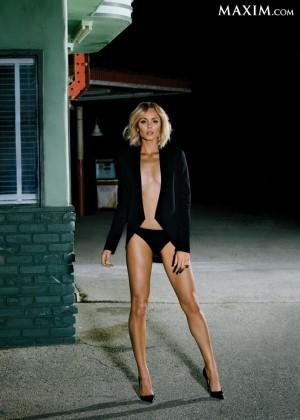 Laura Vandervoort - Maxim Magazine (March 2014)-03