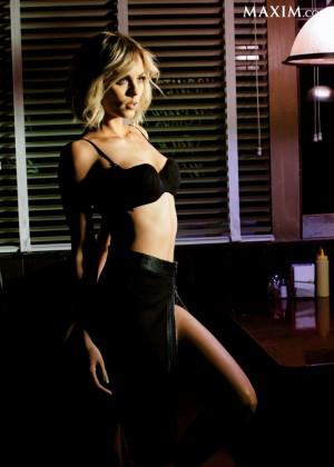 Laura Vandervoort - Maxim Magazine (March 2014)-05