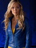 laura-vandervoort-supergirl-smallville-promo-stills-sept-2010-09