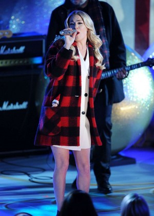 LeAnn Rimes - 82nd Annual Rockefeller Christmas Tree Lighting Ceremony in NYC