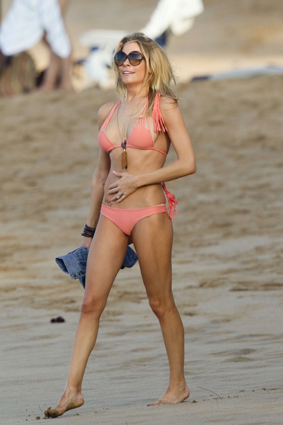 LeAnn Rimes – Bikini Candids in Hawaii-09