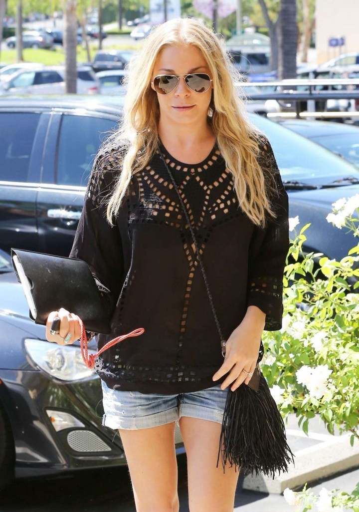 LeAnn Rimes in Jeans Shorts at Dentist Office in Calabasas
