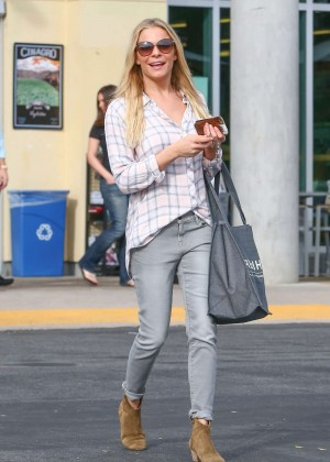 Leann Rimes in Jeans Shopping in Los Angeles