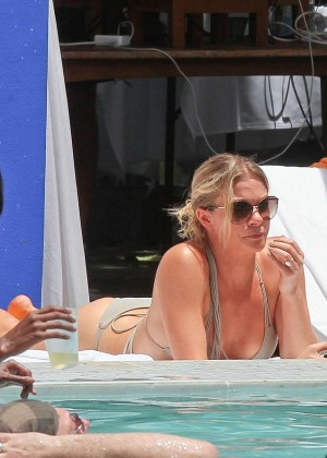 LeAnn Rimes bikini in Miami -05