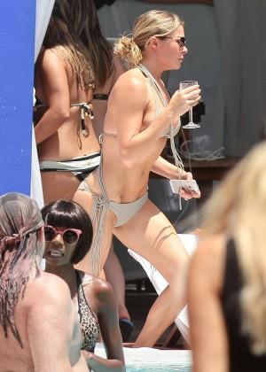 LeAnn Rimes bikini in Miami -10