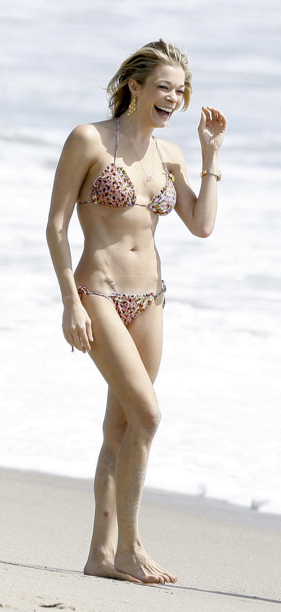 Leann Rimes Bikini   Foto Bugil 2017