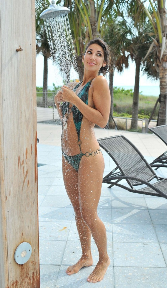 Leilani Dowding in a bikini at a pool in Miami-04