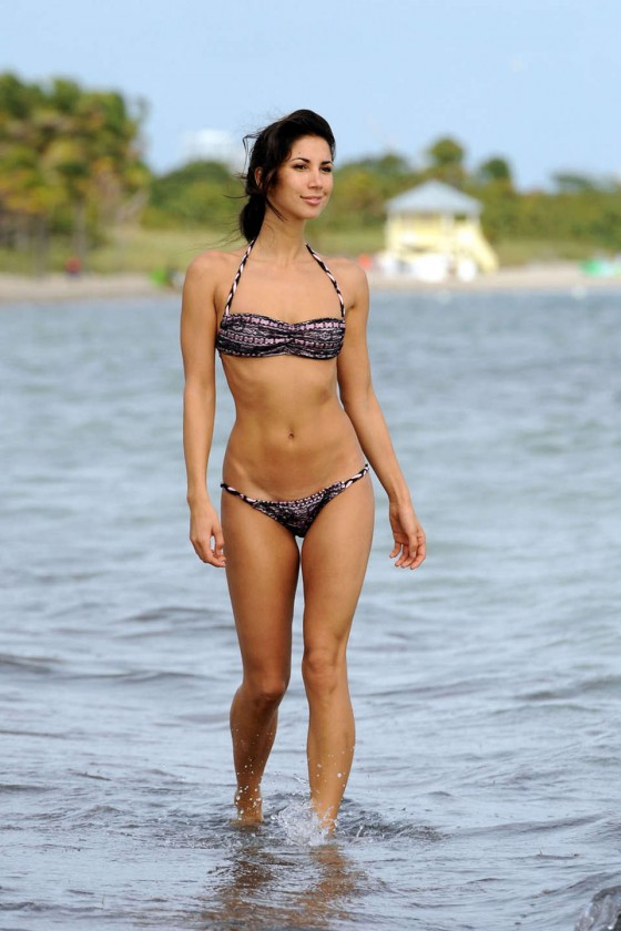 Leilani Dowding Show Her Bikini Body on Miami Beach-01