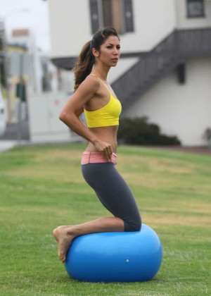 Leilani Dowding in Leggings Work Out -06