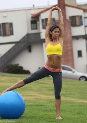 Leilani Dowding in Leggings Work Out -12