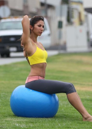 Leilani Dowding in Leggings Work Out -15