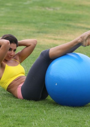 Leilani Dowding in Leggings Work Out -30