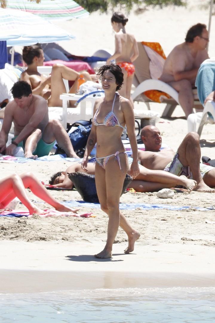 Lena Headey Bikini Photos At A Beach In Ibiza 01 Gotceleb