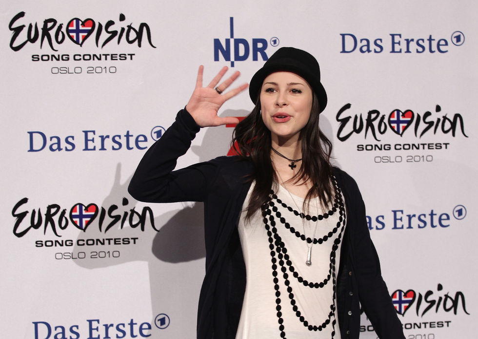 Lena Meyer Landrut 2010 : lena-meyer-landrut-at-a-press-conference-in-cologne-03