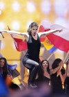 lena-meyer-landrut-pics-from-eurovision-song-contest-finale-17