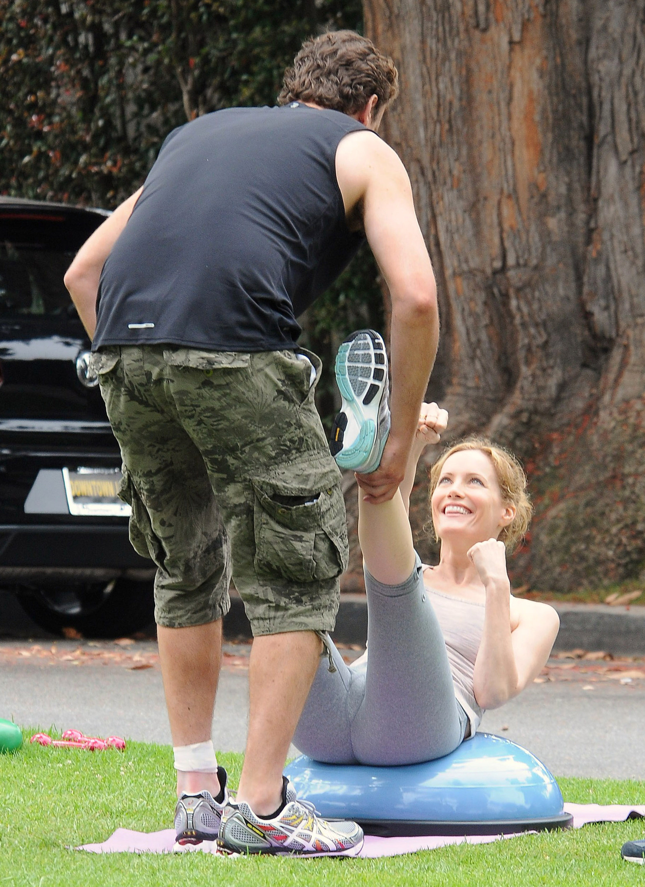 Leslie Mann Workout In Spandex for This is Forty – LA-17