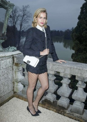 Lily Allen: Chanel Metiers dArt Collection 20115 Paris-Salzburg -08