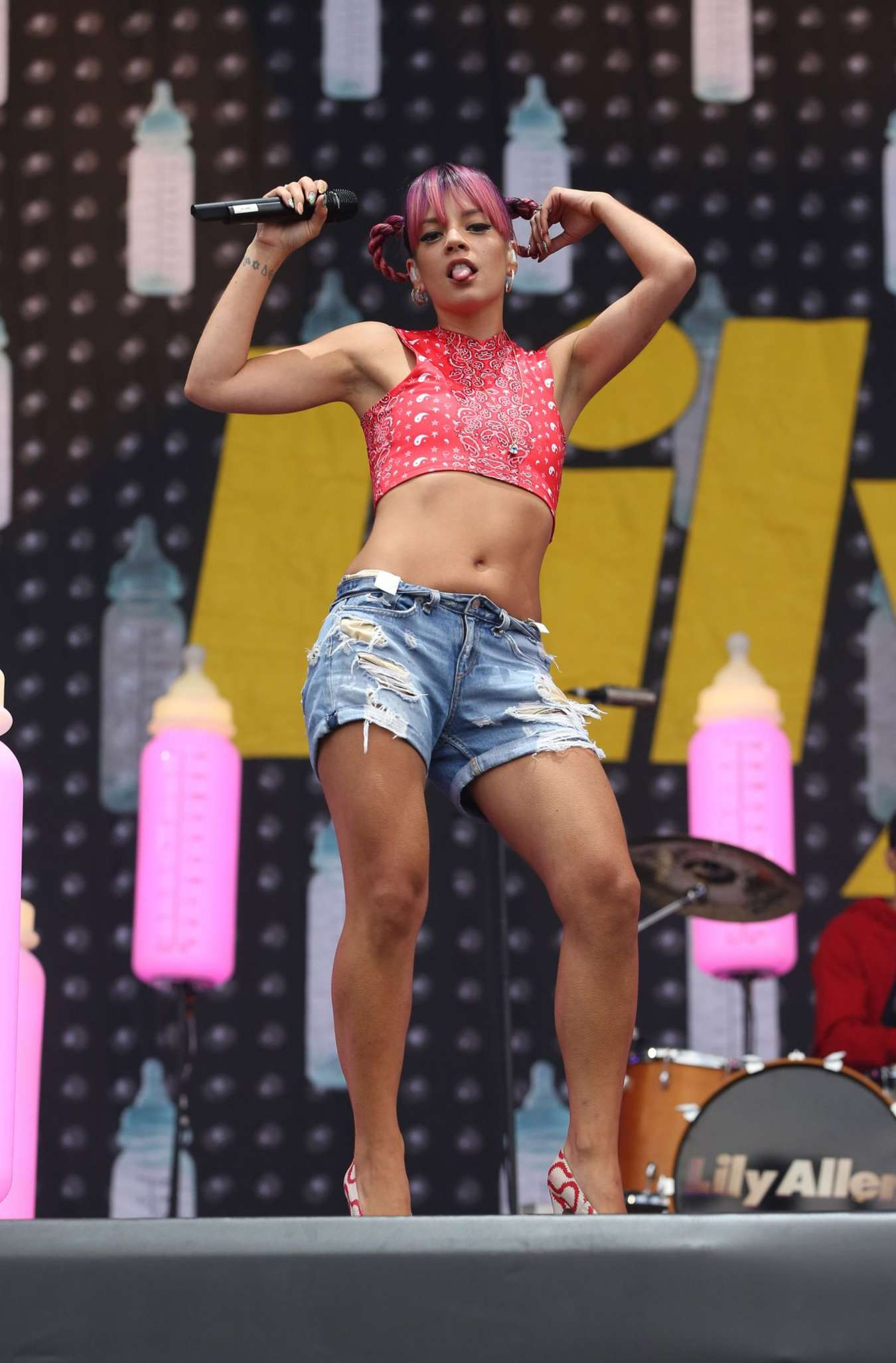 Lily Allen Performs at V Festival Day 1 in Chelmsford