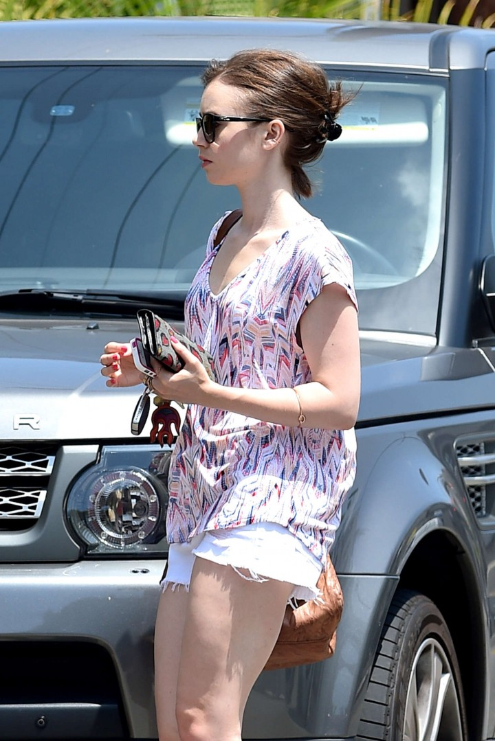 Lily Collins Summer Style -08