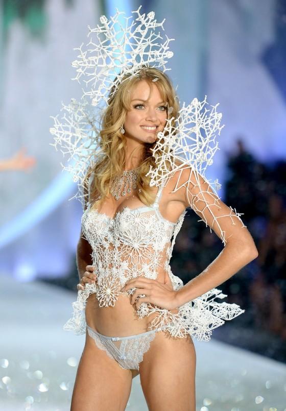 Lindsay Ellingson – 2013 Victoria's Secret Fashion Show Runway in NYC