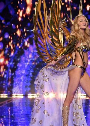 Lindsay Ellingson: 2014 VS Fashion Show Runway -02