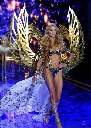 Lindsay Ellingson: 2014 VS Fashion Show Runway -03