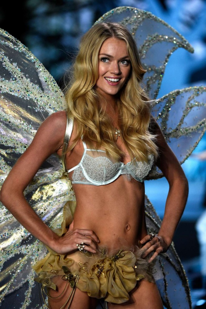 Lindsay Ellingson - 2014 Victoria's Secret Fashion Show Runway in NYC