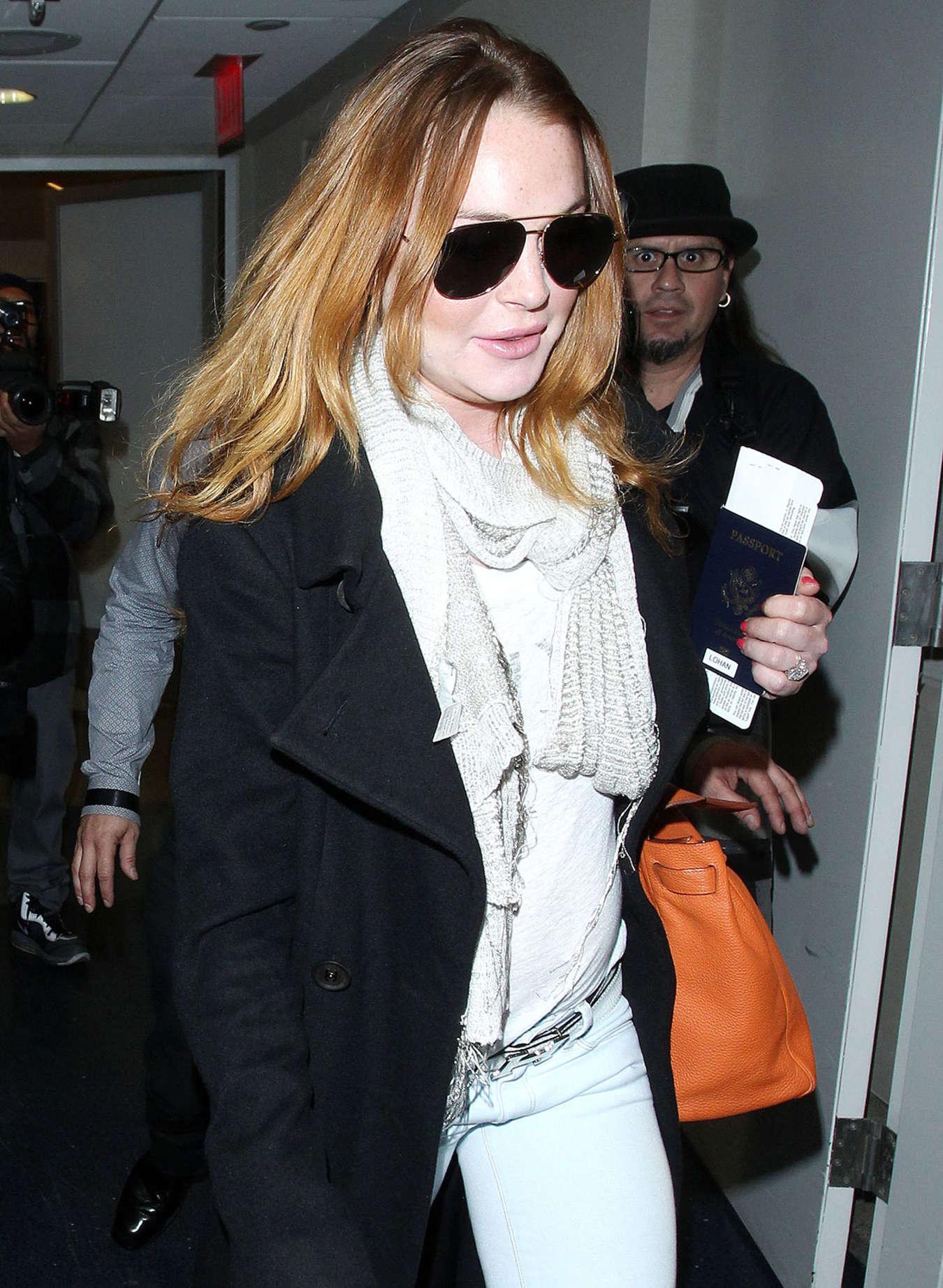 Lindsay Lohan 2015 : Lindsay Lohan at JFK Airport -07