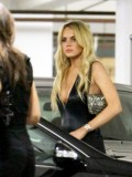 lindsay-lohan-at-mondrian-hotel-in-los-angeles-06
