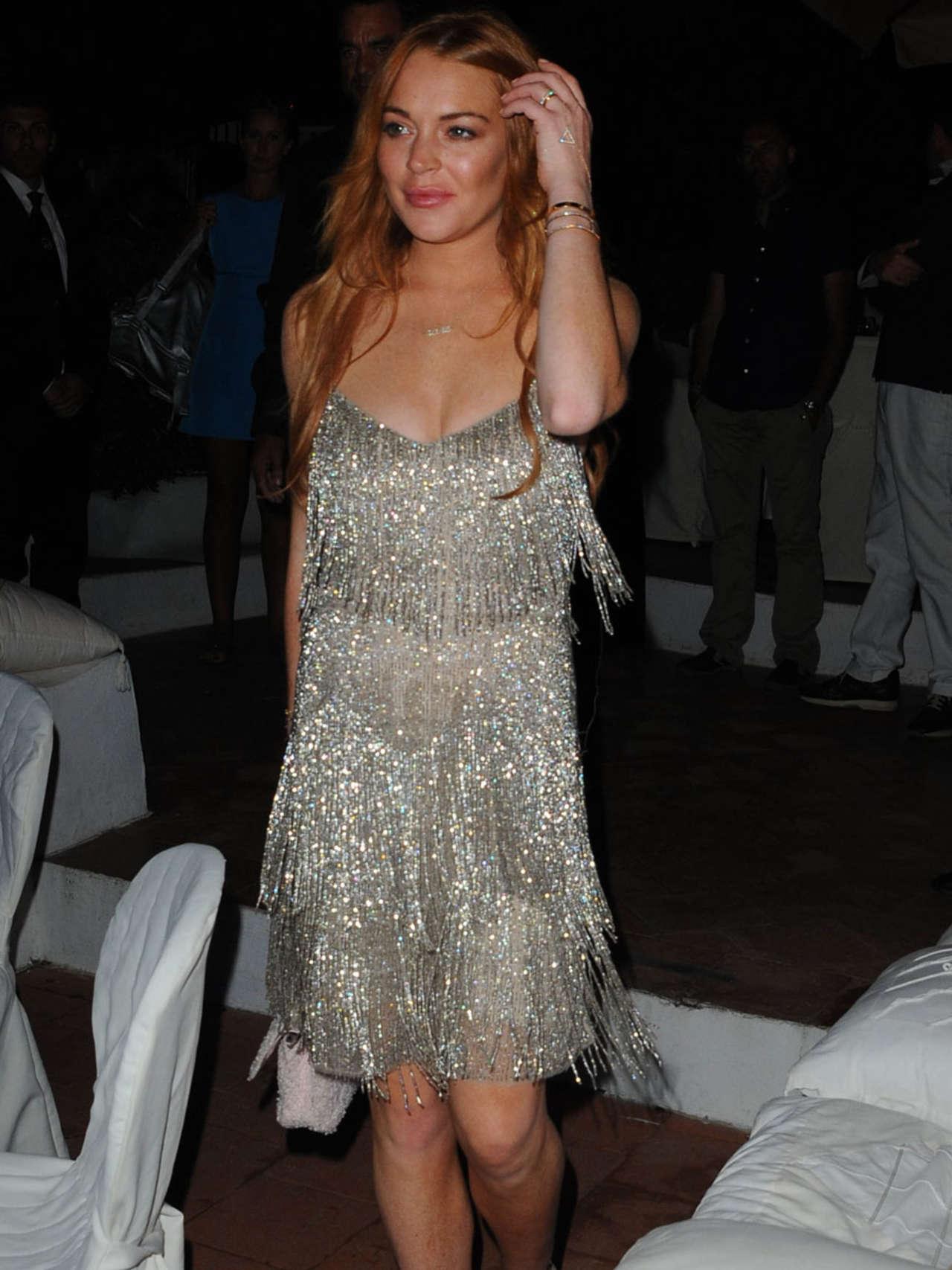 Lindsay Lohan 2014 : Lindsay Lohan Falling Down -01