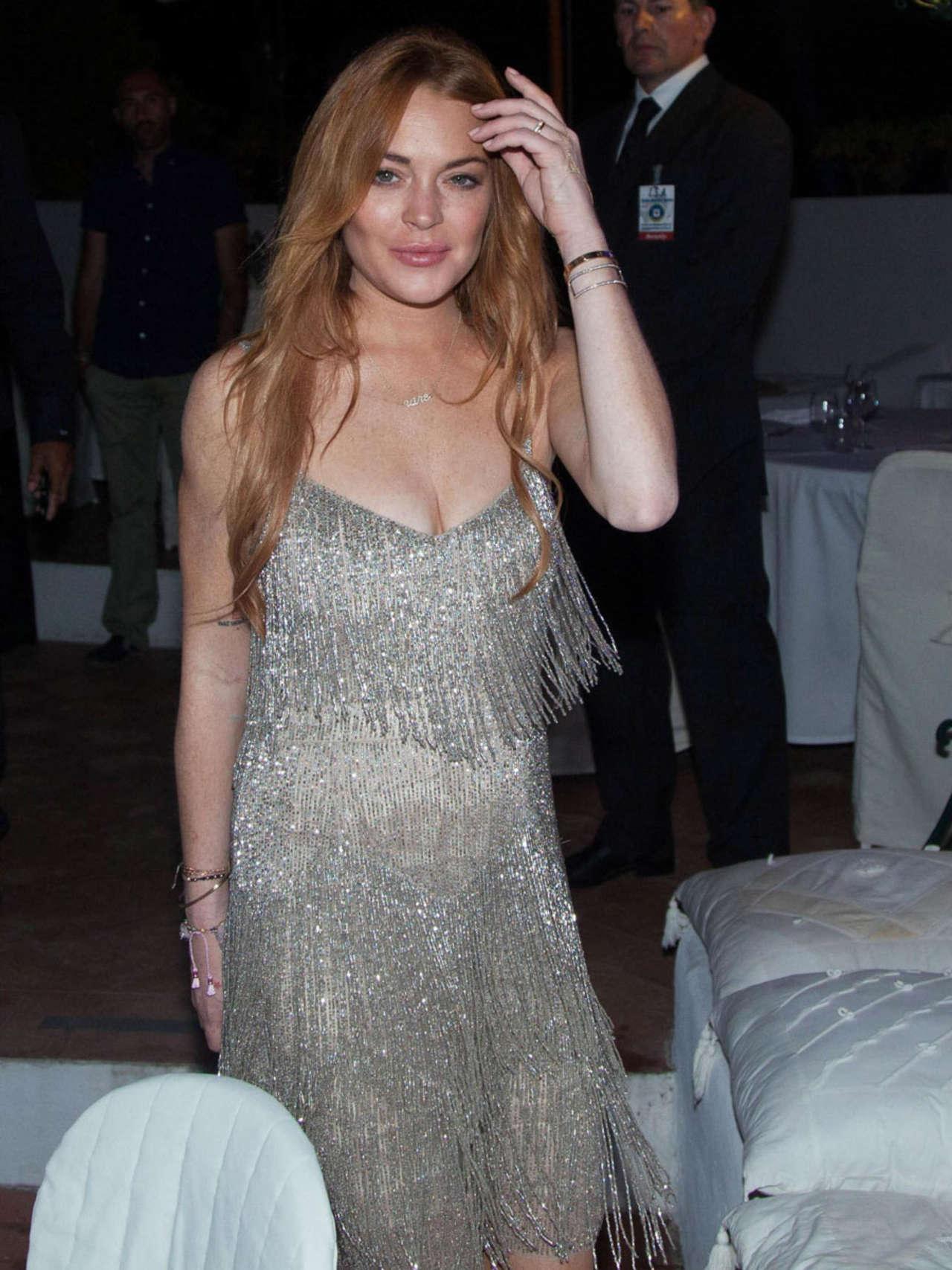 Lindsay Lohan 2014 : Lindsay Lohan Falling Down -06