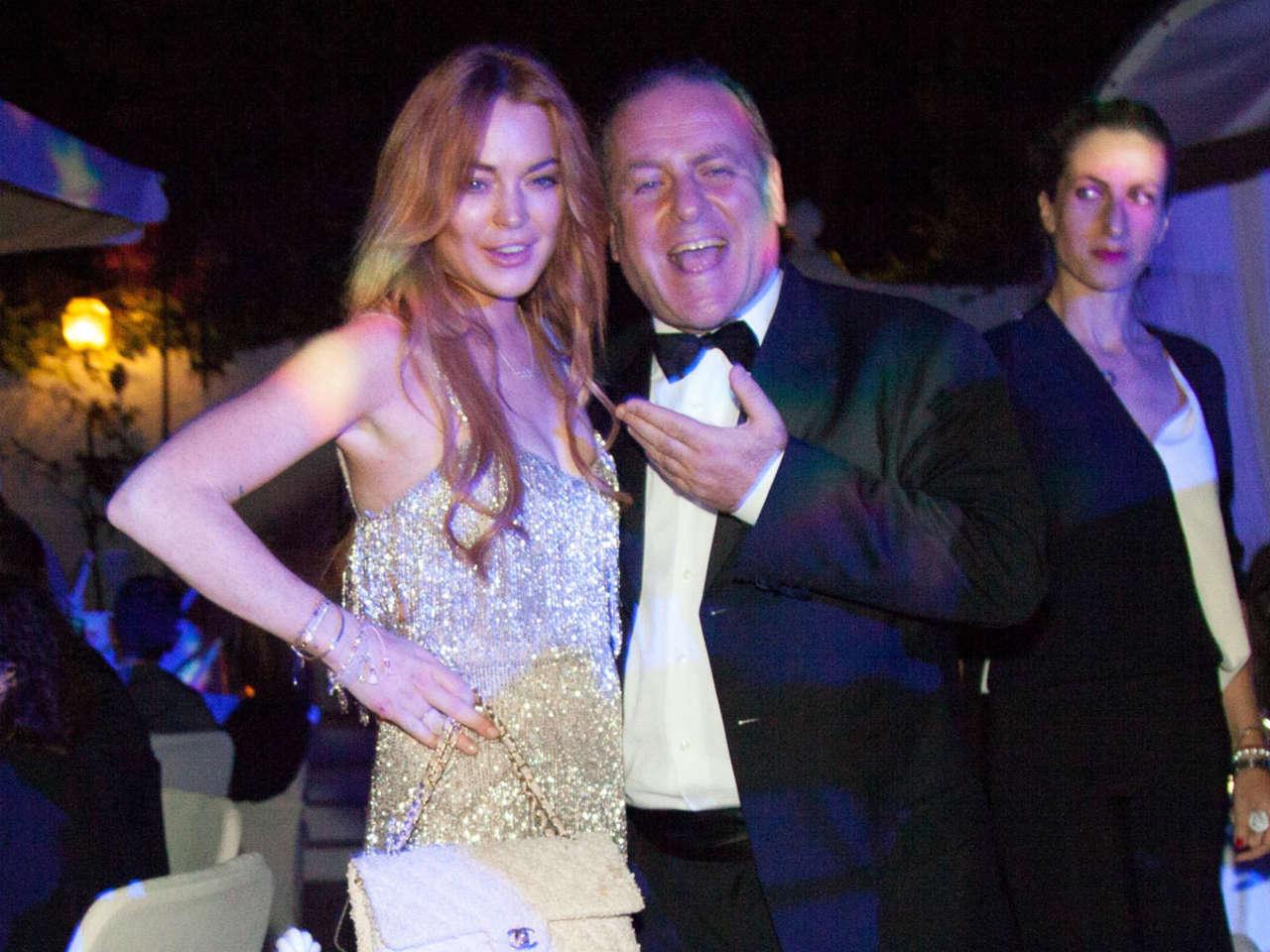 Lindsay Lohan 2014 : Lindsay Lohan Falling Down -07