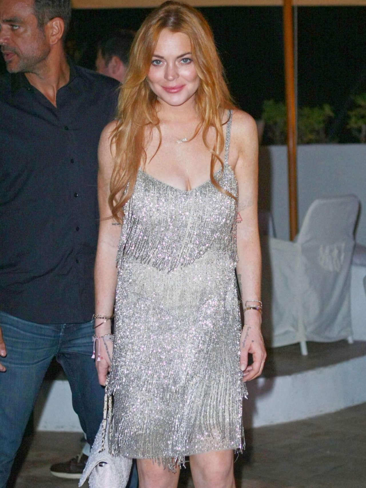 Lindsay Lohan 2014 : Lindsay Lohan Falling Down -11