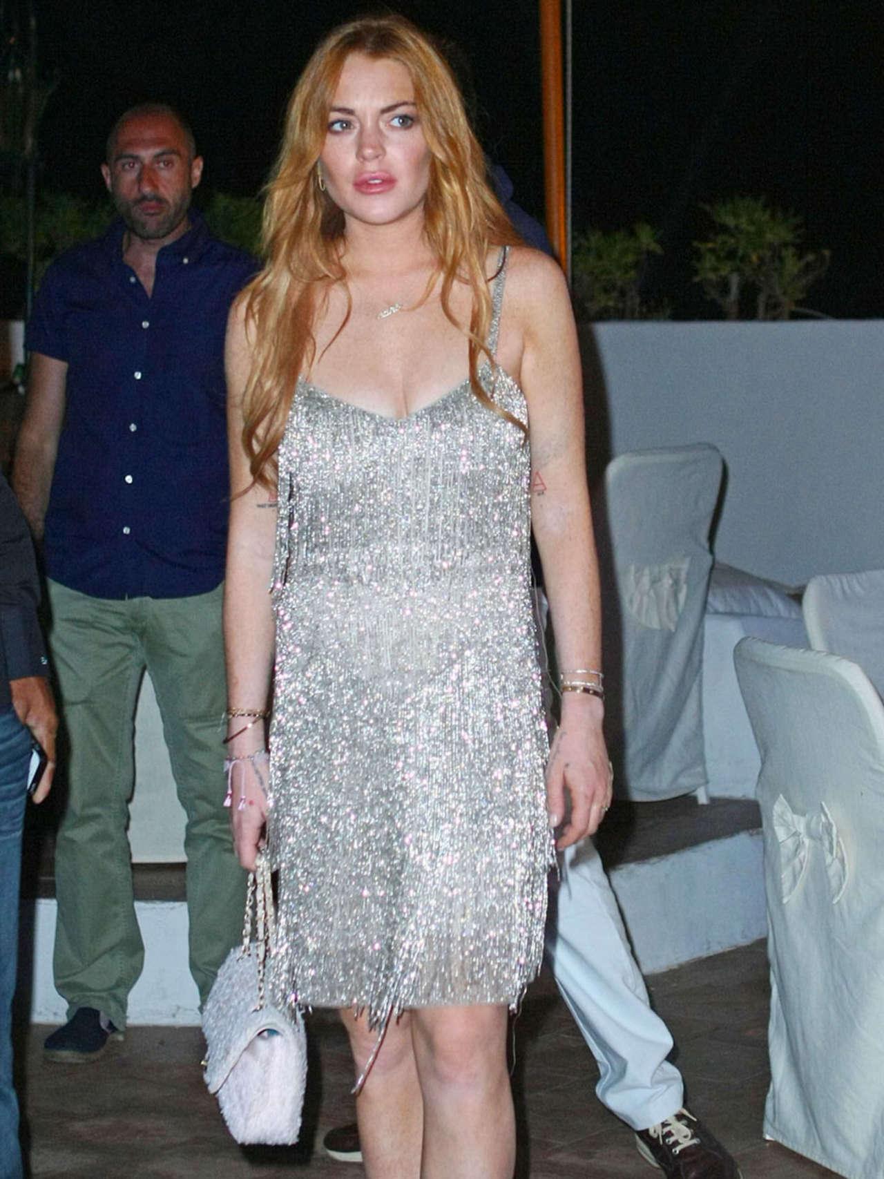 Lindsay Lohan 2014 : Lindsay Lohan Falling Down -12