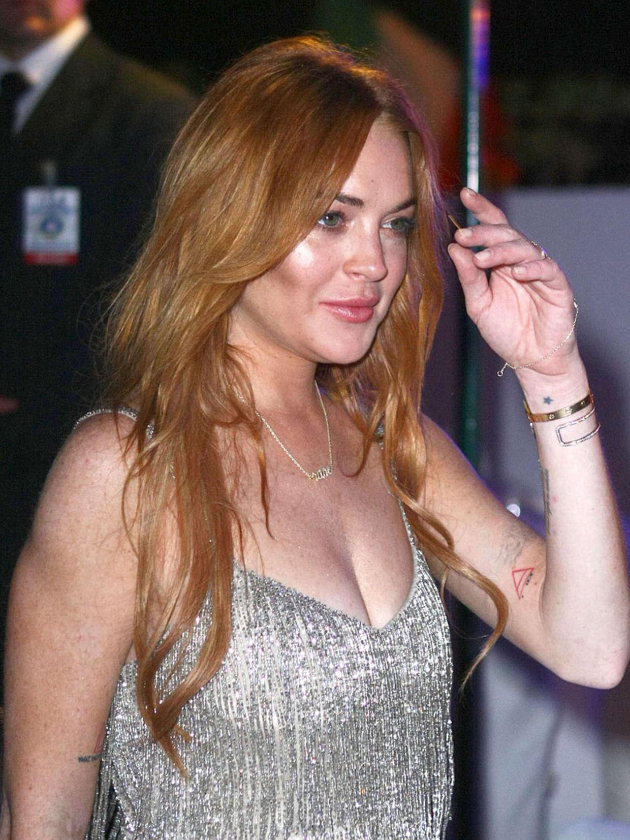 Lindsay Lohan 2014 : Lindsay Lohan Falling Down -17