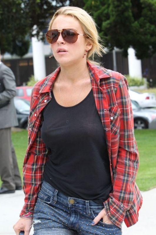 lohan see bra Lindsay through
