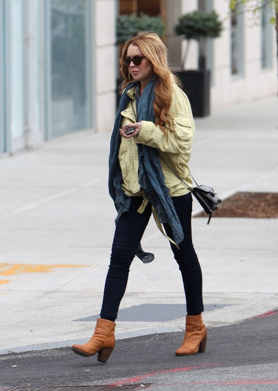 Lindsay Lohan In a Jeans visiting a vintage shop in Brooklyn
