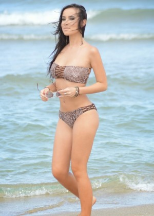 Lisa Opie - Bikini Candids on the beach in Miami Beach