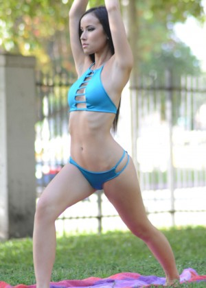 Lisa Opie in Bikini - Doing Yoga at The Park in Miami