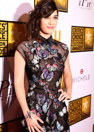 Lizzy Caplan -  2014 Critics Choice Television Awards in Beverly Hills -01