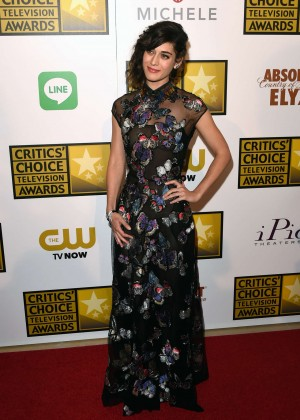 Lizzy Caplan -  2014 Critics Choice Television Awards in Beverly Hills -06