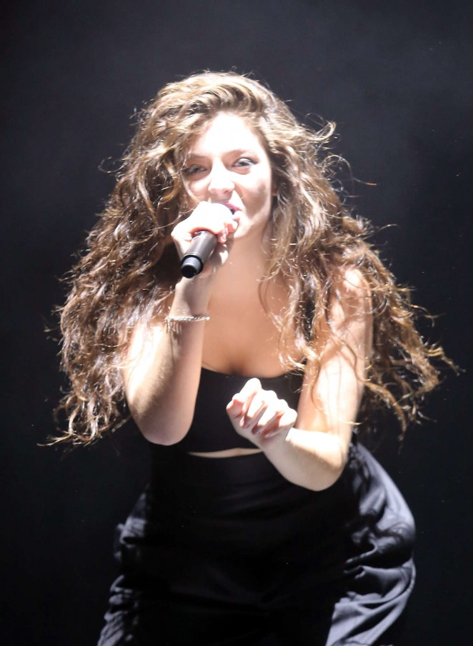 Lorde - Performing Live in New Zealand