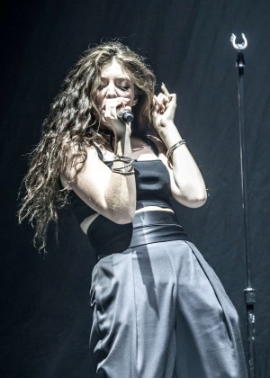 Lorde - Performs Live at Hard Rock Hotel and Casino in Las Vegas