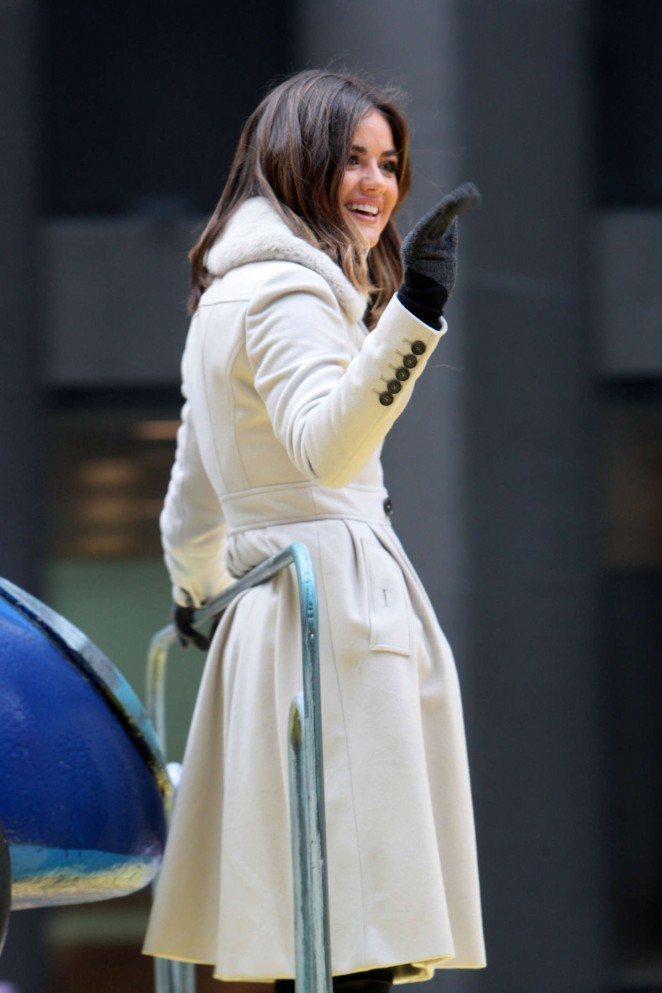 Lucy Hale: 2014 Macys Thanksgiving Day Parade -17