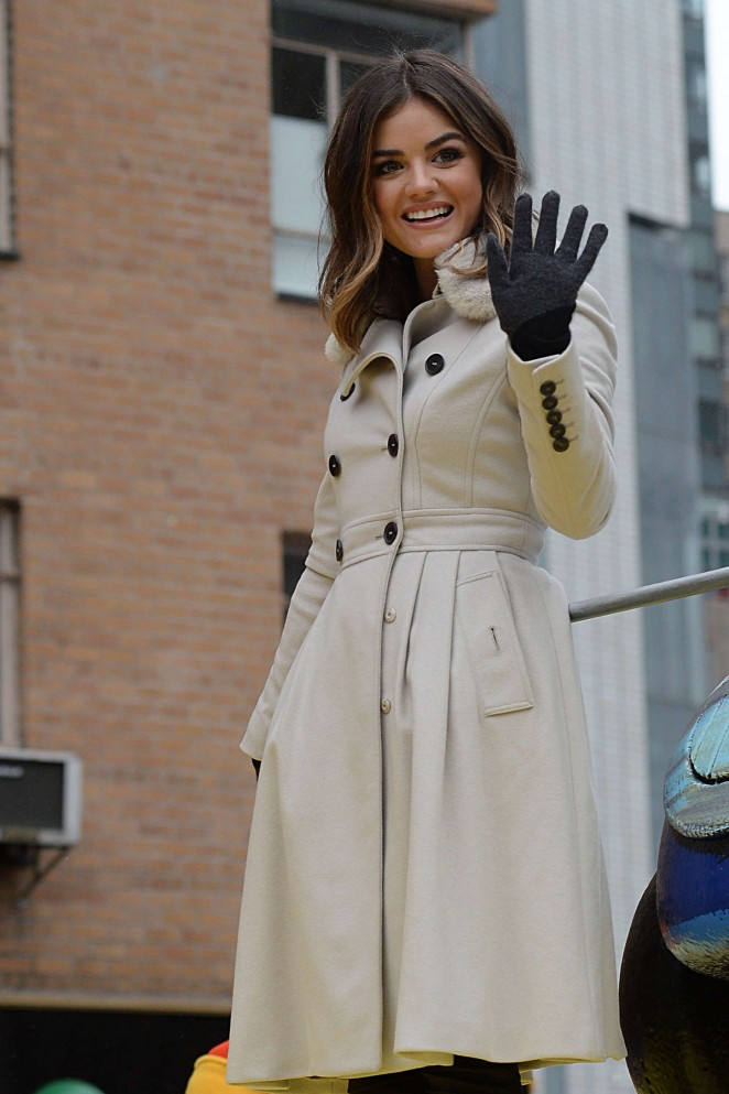 Lucy Hale: 2014 Macys Thanksgiving Day Parade -18